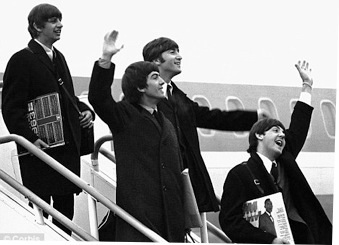 BEatles Airport2 1964